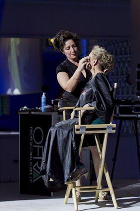 ערב המאפרים של OFRA ובי ביוטי - הלן אמויאל מדגימה איפור לעור בוגר