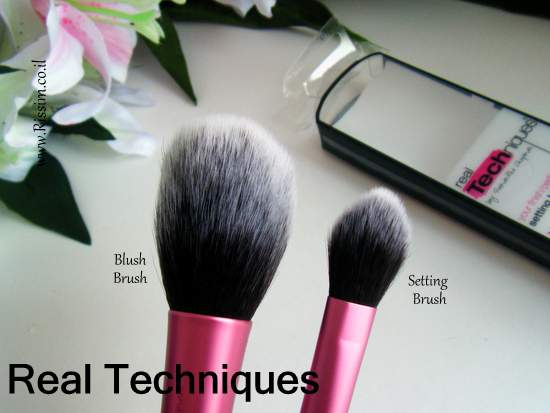Real Techniques Setting Brush VS the blush brush