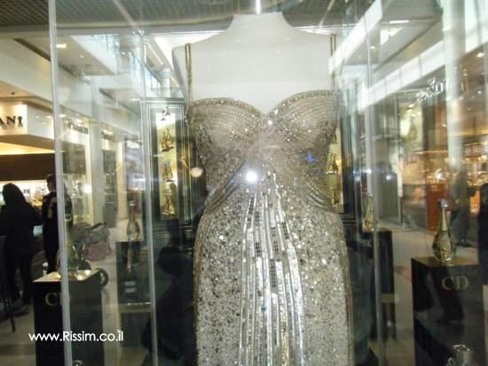 והשמלה במתחם של דיור בקניון רמת אביב