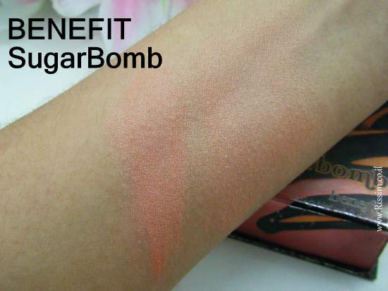 BENEFIT SugarBomb swatch