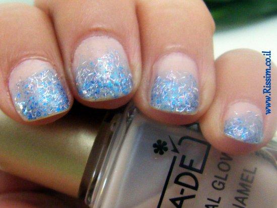 glitter blue & nude manicure