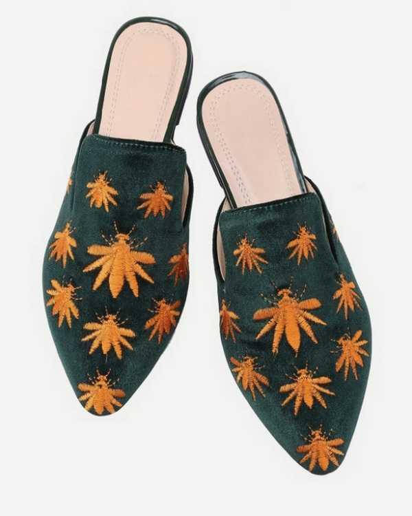 נעליים מקטיפה